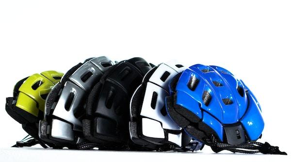 Helmet cu white bg   1.0 .00 10 12 16.still016