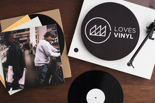 Lovesvinyl shot v2  1