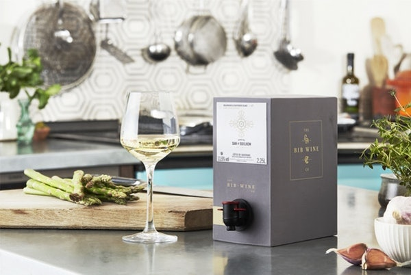 Bib wine lifestyle 20683